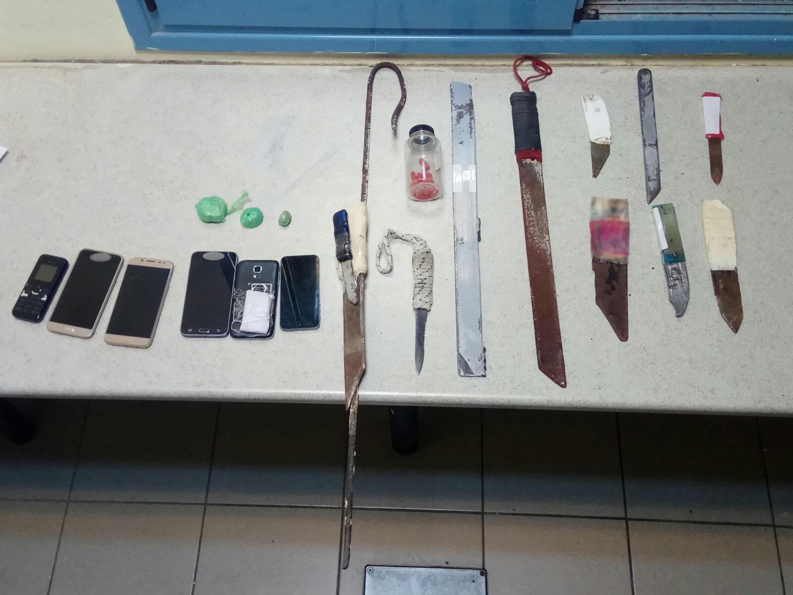 Φυλακές Δομοκού: Ηρωίνη, μαχαίρια και κινητά τηλέφωνα σε κελιά (pics) 5