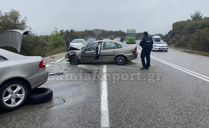 1618671517 821 Φθιώτιδα Τέσσερις τραυματίες σε σοκαριστικό τροχαίο – Σμπαράλια τα αυτοκίνητα