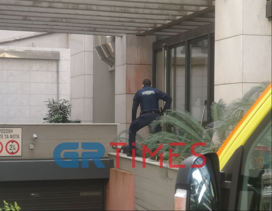 Θεσσαλονίκη: Πτώση θανάτου άνδρα από τον 7ο όροφο πολυκατοικίας (vid)
