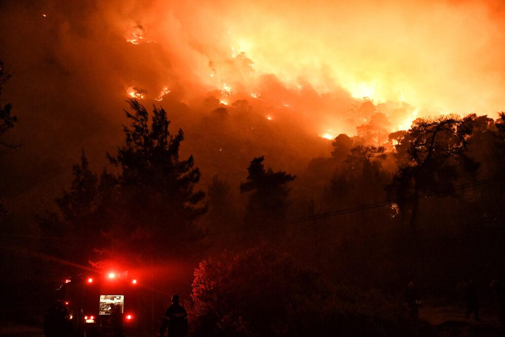 1621503654 99 Πυρκαγιά στον Σχίνο Απομακρύνθηκαν προληπτικά οι κάτοικοι του Αλεποχωρίου pics