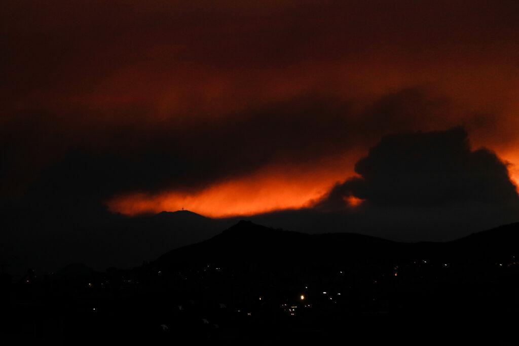 1621569144 433 Φωτιά στον Σχίνο Δεύτερη νύχτα κόλασης με τις φλόγες – Συνεχείς