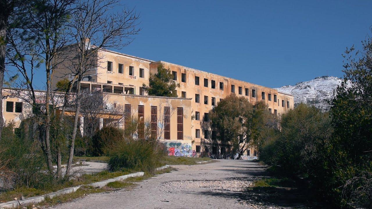 Εξερευνώντας το Εγκαταλελειμμένο Σαλέ Κυκλάμινα στην Πάρνηθα - YouTube